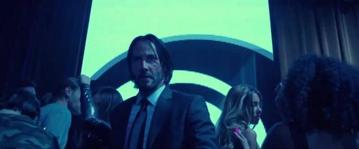 Keanu-Reeves_as-John-Wick_Red-Circle-Club-scene_action-movie-freak.jpg